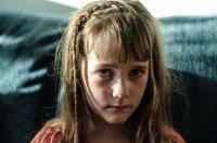 przygnębiona dziewczynka