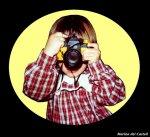 dziecko robiące zdjęcie